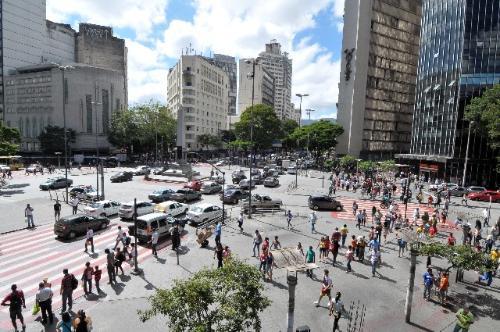 Movimento na Praça Sete de Setembro, em Belo Horizonte
