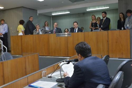 O deputado Sargento Rodrigues fez a leitura dos requerimentos protocolados - Foto:Clarissa Barçante