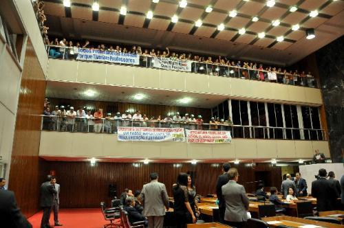 Servidores da educação acompanharam a Reunião Ordinária de Plenário de 4/3/15