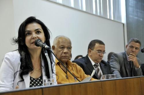 Katiúscia Fernandes (à esquerda) explicou que uma comissão foi encaminhada ao presídio para averiguações