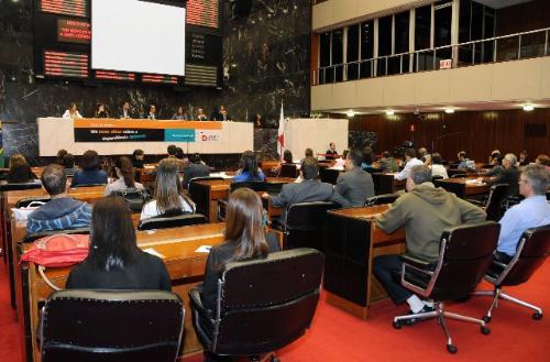 Deputados falaram sobre a criação de comissão permanente sobre o tema