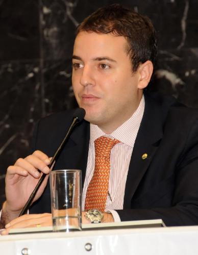 O deputado federal Gabriel Guimarães se comprometeu a mobilizar a bancada petista na Câmara a fim de derrubar a PEC