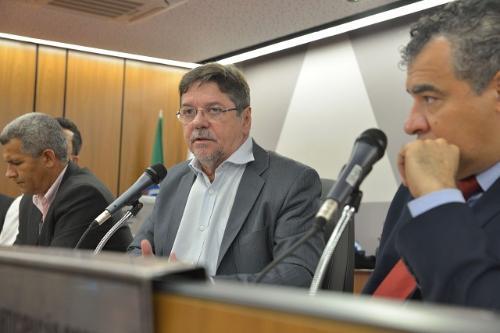 Gilson (centro) disse que houve uma significativa queda nos volumes de chuva nos últimos três anos