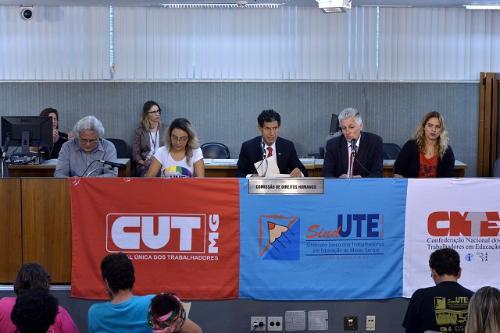 Deputados elogiaram os professores por terem feito greve e os militantes que protestaram contra reformas federais