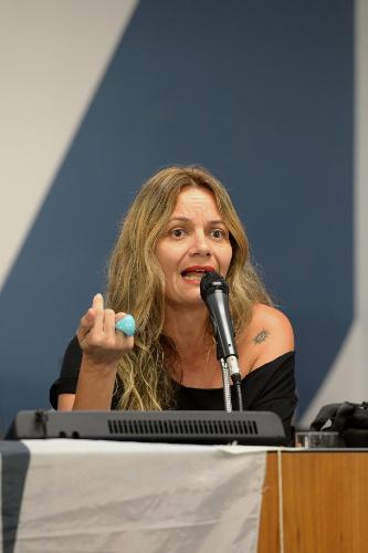 Segundo Alessandra Mello, se houver a migração da AM para FM, haverá melhoria do sinal, mas com perda do alcance