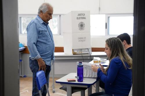 Eleitor que não estiver em seu domicílio eleitoral pode justificar ausência em qualquer local de votação